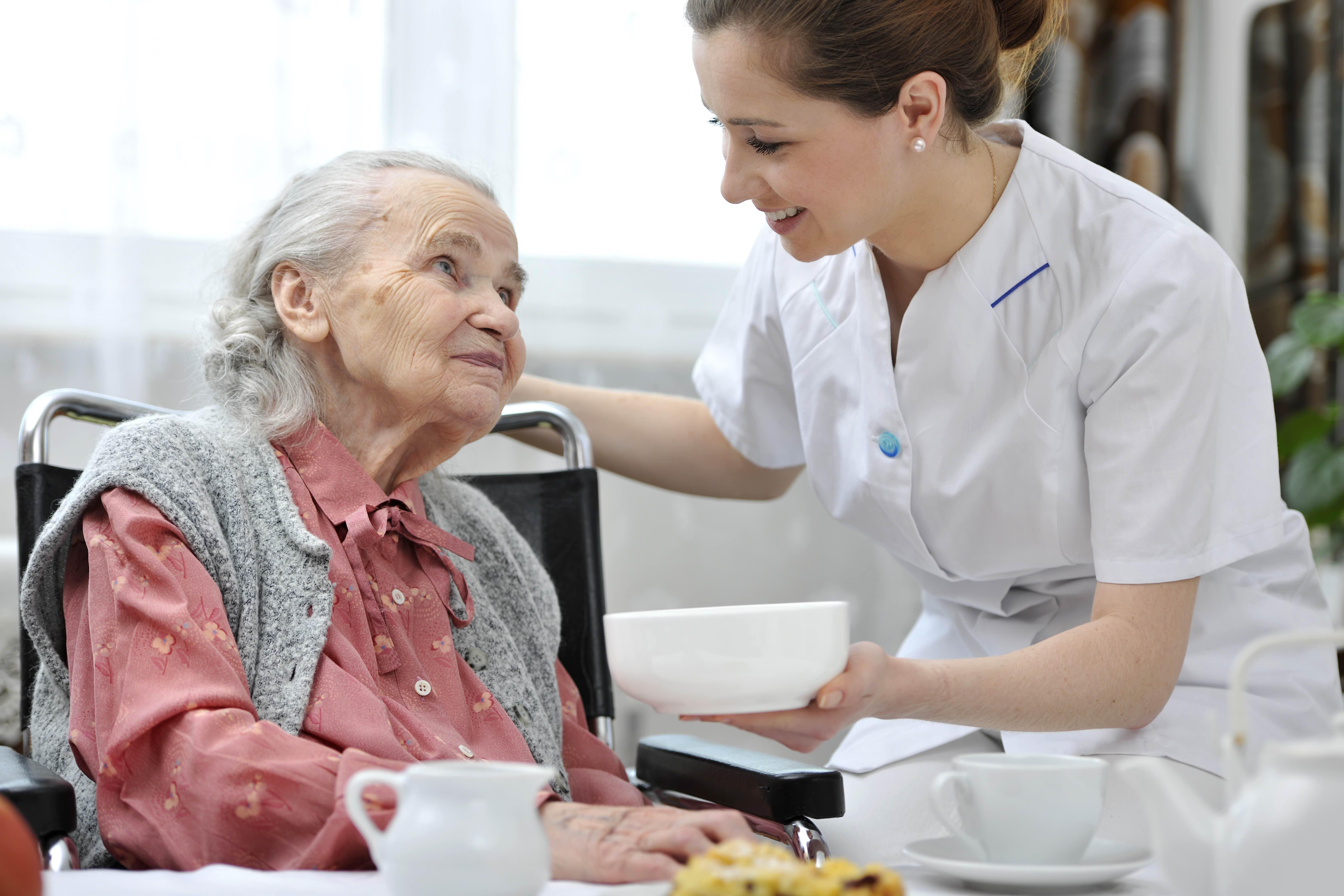 Защо е важно възрастните хора да се хранят здравословно?